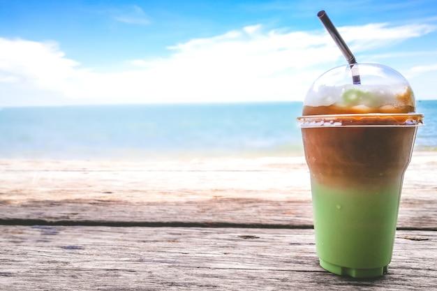 Grüner tee mocca für chillax moment am meer.