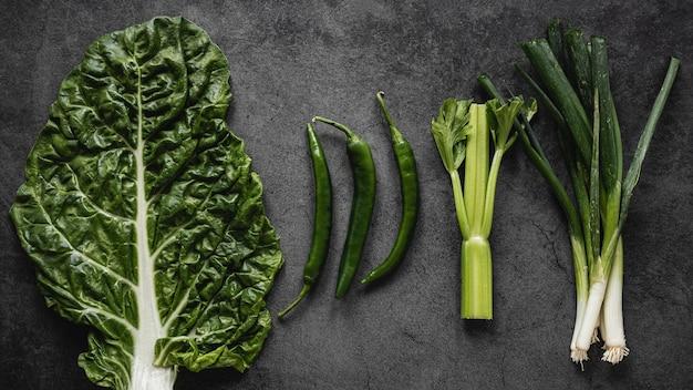 Grünes bio-gemüse für salat