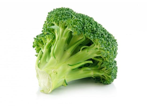 Grünes brokkolikohlgemüse getrennt auf weiß
