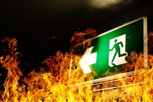 Grünes feuerleiterschild hängt an der decke mit flammen herum
