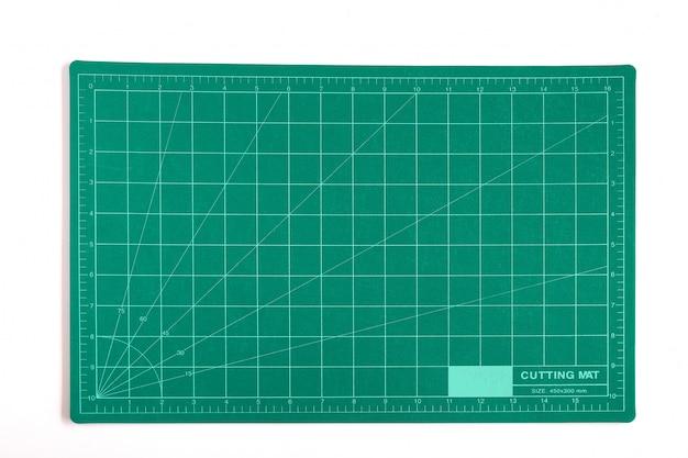 Grünes gitter, das matt oder pad auf hintergrund schneidet.