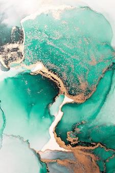 Grünes gold abstrakter hintergrund der kunstmalerei der flüssigen marmortinte auf papier.