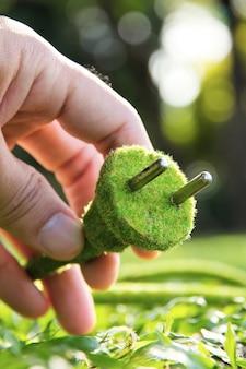 Grünes konzept des elektrischen steckers