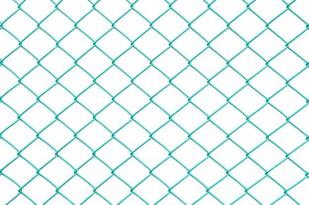 Grünes metalloberflächennetz der nahaufnahme am zaun lokalisiert auf weißem hintergrund