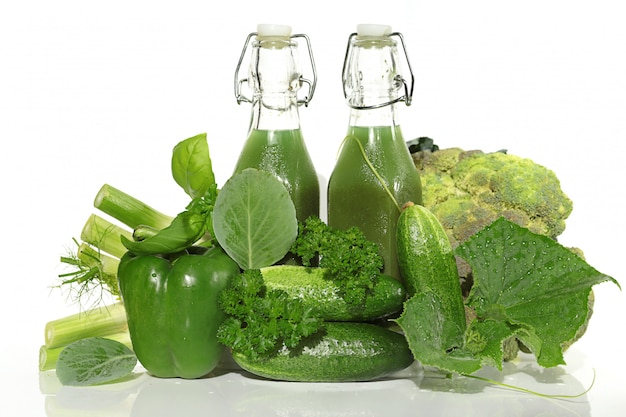Grünes smoothiegetränk.