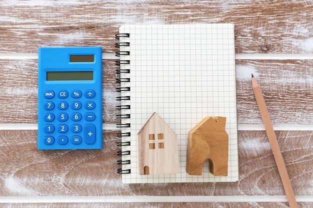Grundsteuer-konzept mit leeren notebook