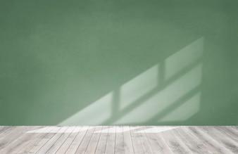 Grüne Wand in einem leeren Raum mit einem Bretterboden