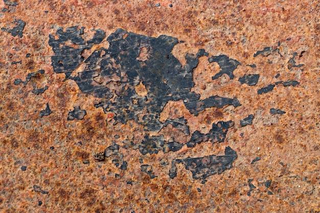 Grunge rotbrauner rost auf metallischem blatthintergrund