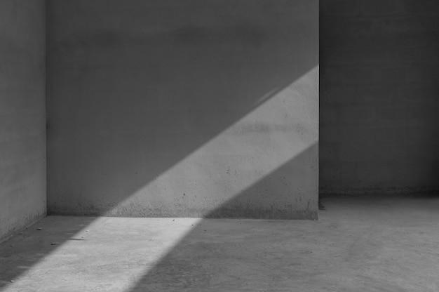 Grungy betonwand und steinbodenraum als hintergrund, abstrakter architekturhintergrund