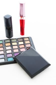 Gruppe dekorative kosmetik für make-up. stillleben