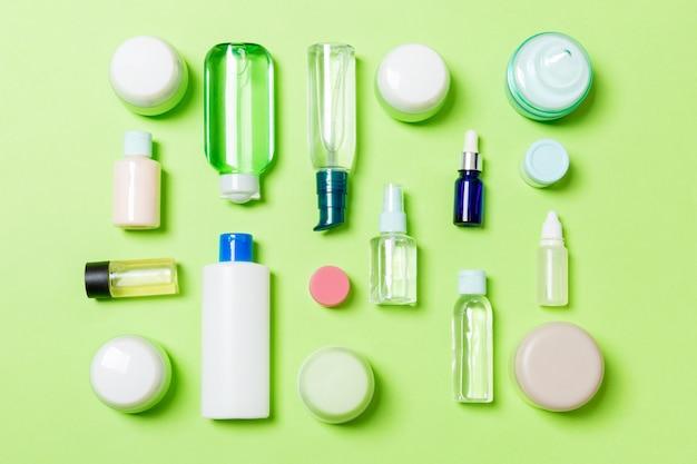 Gruppe der plastikkörperpflegeflasche flach legen