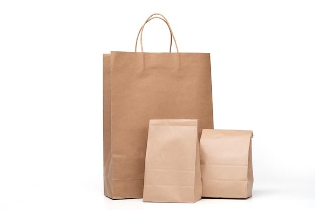 Gruppe des mittagessens papiertüte und einkaufspapiertüten lokalisiert auf einem weiß