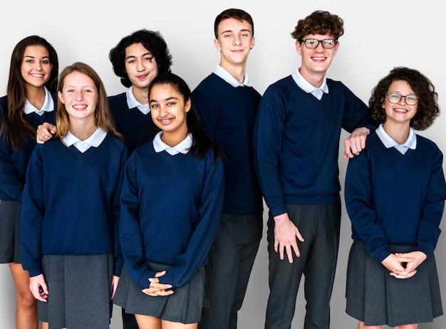 Gruppe des unterschiedlichen studenten-freundschafts-together studio portrait