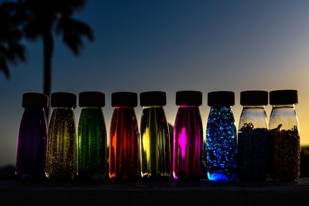 Gruppe flaschen ruhiger antistress, therapie, um druck und nerven der alternativen ausbildung zu steuern