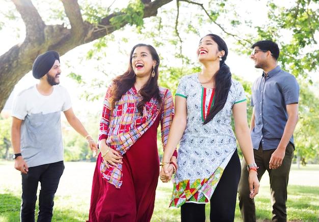 Gruppe indische leute am park