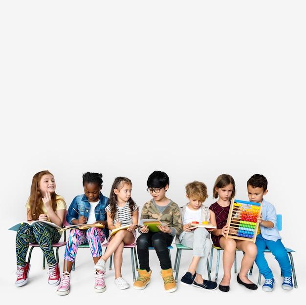 Gruppe studenten bildete kindentwicklung aus