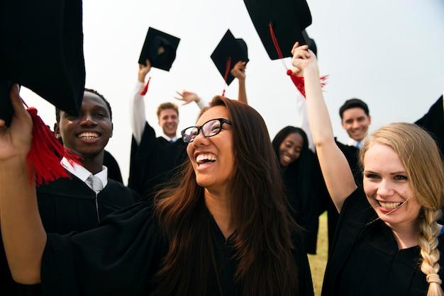 Gruppe verschiedene abschlussstudenten