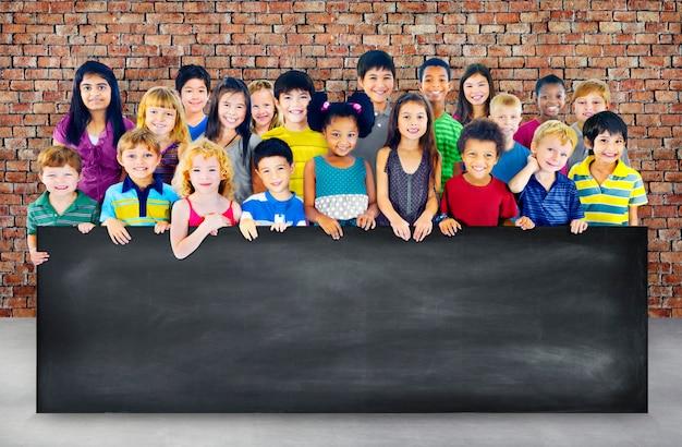 Gruppe verschiedenes kinderstudioportrait