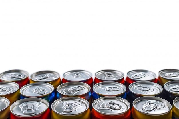 Gruppe von aluminiumdosen, kaltes getränk. draufsicht.