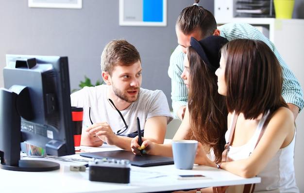 Gruppe von designern im büro