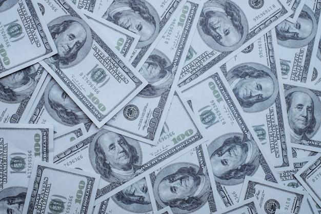 Gruppe von geldstapel von 100 us-dollar banknoten viel von der wand textur draufsicht