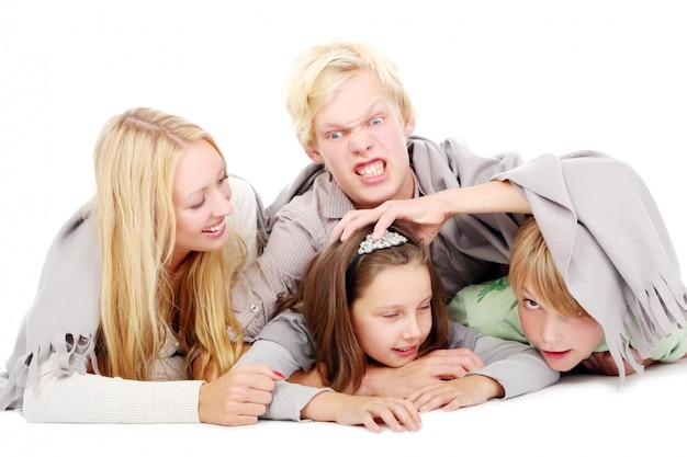Gruppe von jungen und schönen jungen