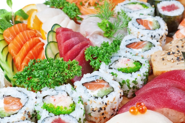 Gruppe von luxuslebensmitteln, sushi-kaviar, lachs hautnah.