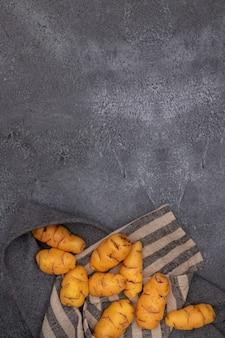 Gruppe von ollucos, knolle, die in der peruanischen küche und in den amerikanischen anden verwendet wird.