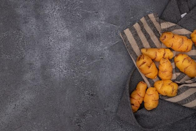 Gruppe von ollucos, knollen, die in der peruanischen küche und in den amerikanischen anden verwendet werden.