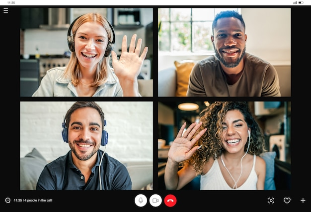 Gruppe von personen bei einem videoanruf von zu hause aus.
