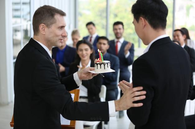 Gruppe von personen in business corporate event schulungsseminar, die konferenzveranstaltung oder schulungsausbildung. management und entwicklung der unternehmensarbeitsplätze.