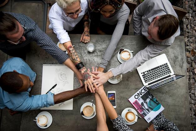 Gruppe von personen teambuilding