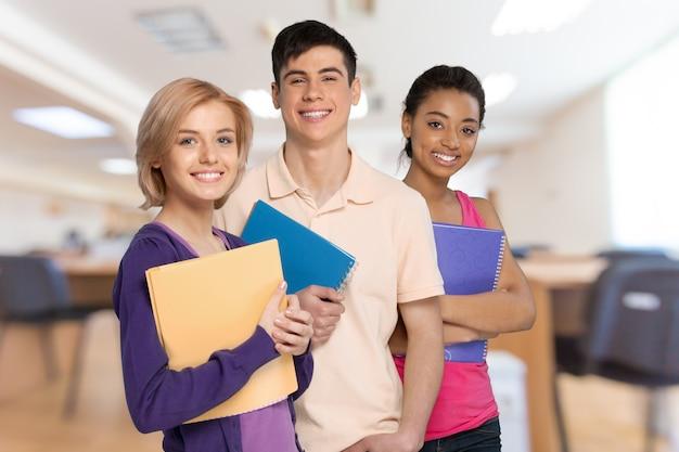 Gruppe von studenten isoliert auf weiß