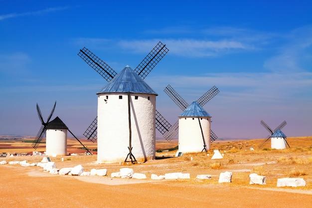 Gruppe von windmühlen