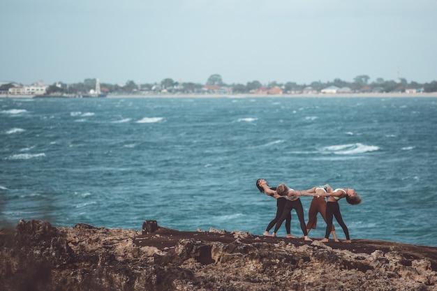 Gruppenmädchen beim yoga
