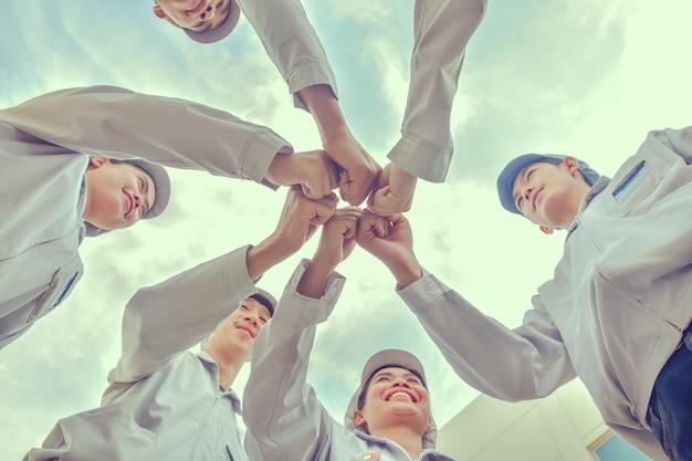 Gruppenmenschen teamwork gewerkschaft hand community