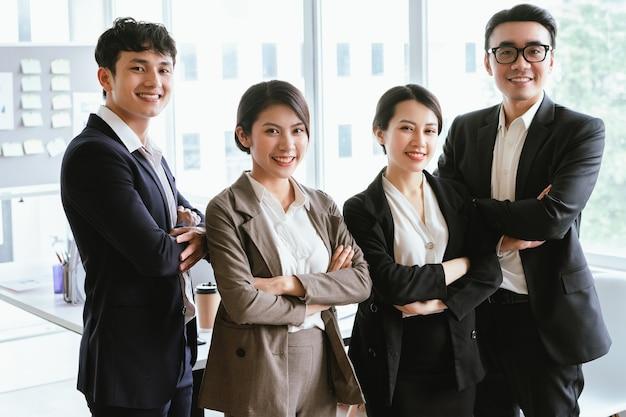 Gruppenporträt asiatischer geschäftsleute