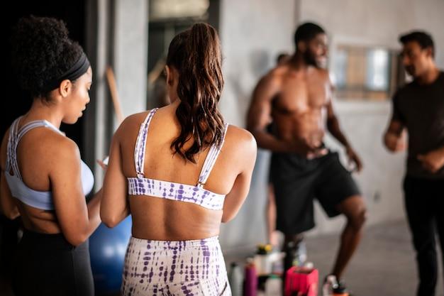 Gruppentraining im fitnessstudio