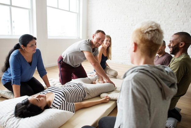 Gruppentraining mit massagetherapie
