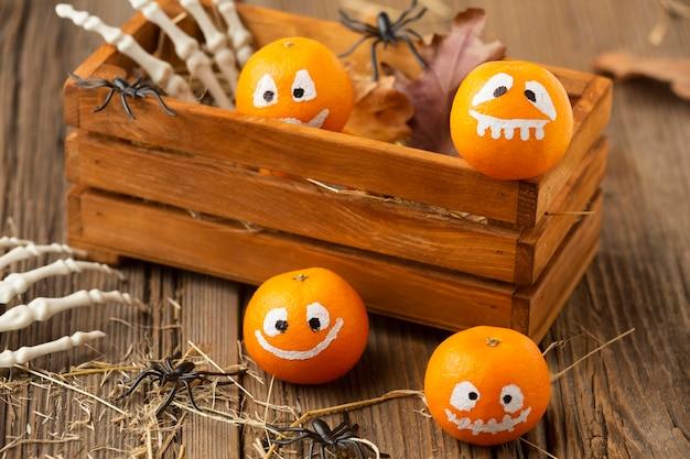 Gruselige halloween-elemente der nahaufnahme