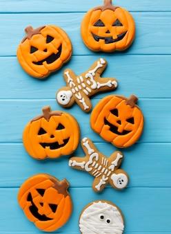 Gruselige halloween-plätzchen der draufsicht