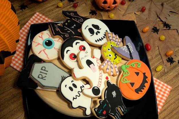 Gruselige halloween-plätzchen und -süßigkeiten