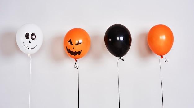 Gruselige luftballons für die halloween-party