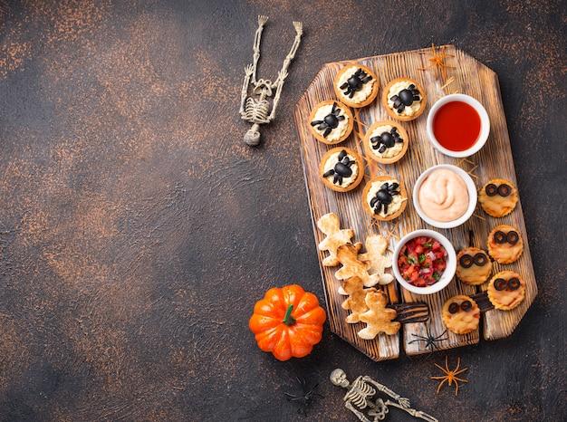 Gruselige vorspeisen für die halloween-party