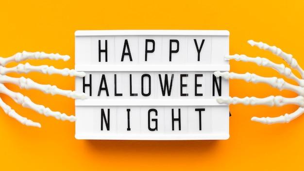Gruseliges halloween-konzept der draufsicht mit gruß