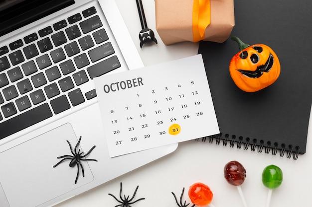 Gruseliges halloween-konzept der draufsicht
