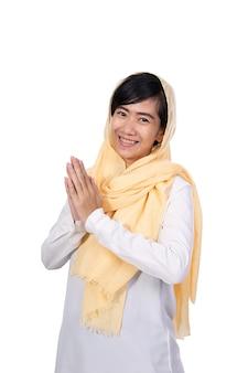 Grußgeste der muslimischen asiatischen frau
