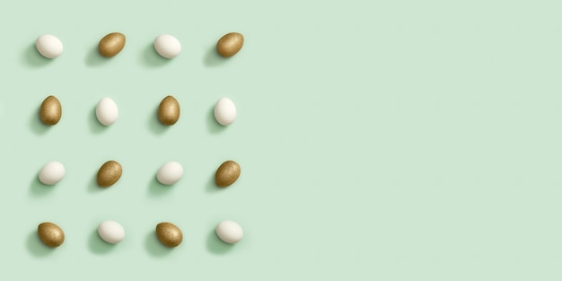 Grußkarte oder fahne mit verzierten goldenen und weißen ostereiern auf grünem hintergrund. frohe ostern muster.