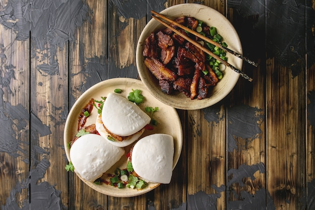 Gua bao brötchen mit schweinefleisch