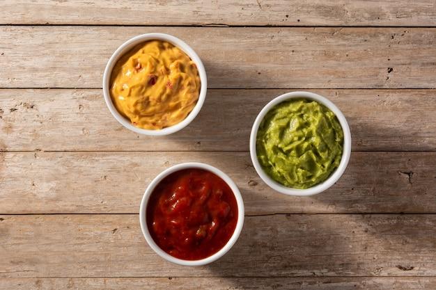 Guacamole, chili und käsesauce